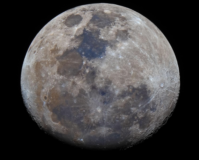 Mond in Farbe